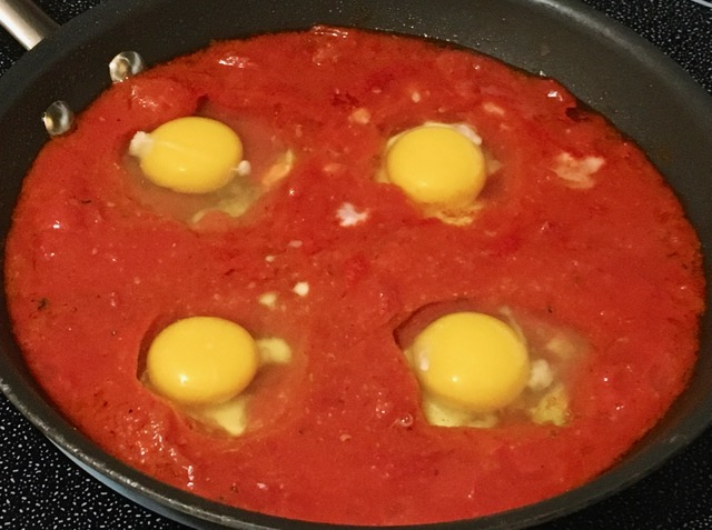 poached-eggs-in-tomato-sauce-1