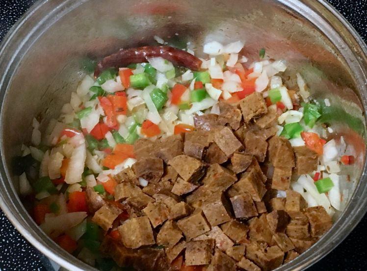 black bean chili & cornbread