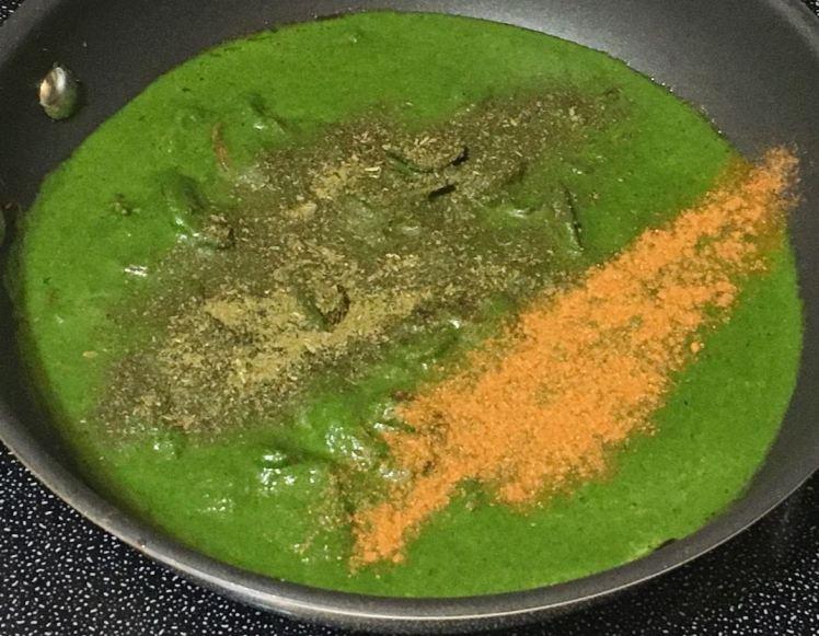 spinach gravy (13).jpg